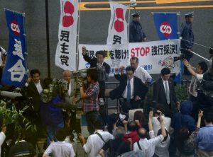 昨日に引き続き、連合との共催による抗議集会が開かれました。