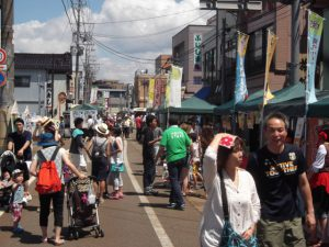 暑い中、三条マルシェでは、今回もたくさんの人が楽しんでおられました。