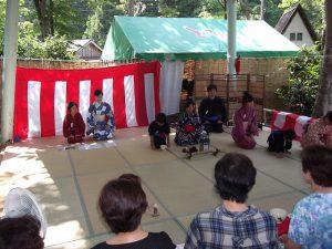 中野俣小学校の児童は、学校で茶道を習っているのだそうです。