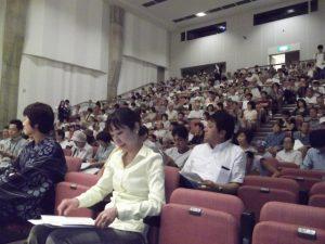 ユニゾンプラザは、ほぼ満席。県民の関心の高さを表しています。