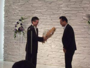 三条支部の書記長として、ご活躍された関川さんに、花束が贈呈されました。お世話になりました。