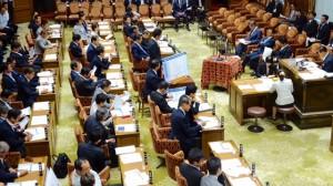 予算委員会集中審議が開かれ、その質疑はNHKで中継されました。