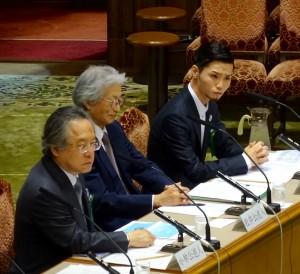 参議院安保特委員会では公聴会が開かれ、SEALDsで活動する明治学院大学生奥田氏が意見を述べました。(写真向かって右端が奥田氏)