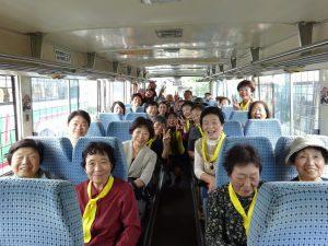 2日目も元気いっぱい。バスの中は笑いが絶えません。