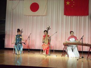 アトラクションの中国伝統楽器による演奏