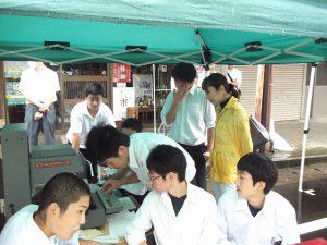 地元の高校生の出店もあり賑わっていました