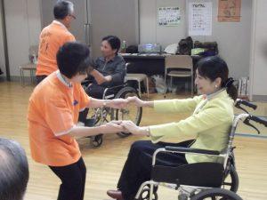 三条ボランティアまつりで車いすレクダンスを楽しみました。