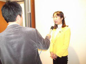 閉会後、地元メディアの取材を受けました。