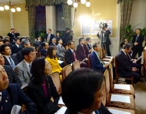 本会議前の代議士会。