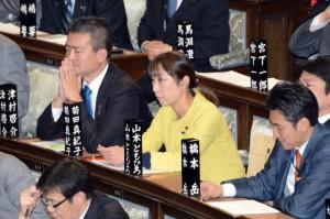 代表質問が行われた本会議。