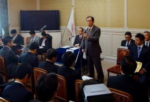 甘利大臣の金銭授受疑惑の問題で国会は混乱。髙木国対委員長より状況の報告がありました。