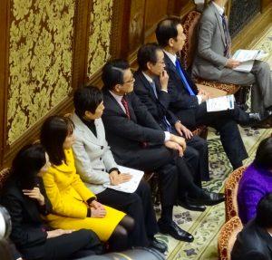 岡田代表らとともに予算委員会の応援に入りました。