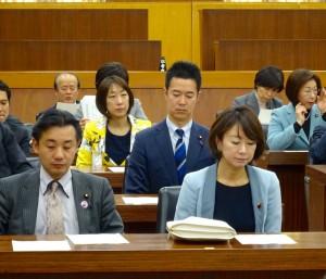 厚生労働委員会に出席。