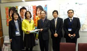 新潟県腎臓病患者友の会より腎疾患総合対策の早期確立を要望する請願書をお預かりしました。