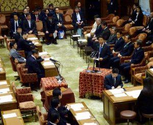 衆議院TPP特別委員会。安倍総理は熊本地震の状況報告をし、地震への対応にあたるため退席。