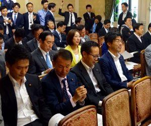 代議士会。本会議では、熊本地震復興に充てる補正予算案を全会一致で可決しました。