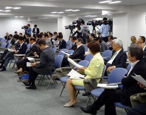 獣医師会総会に出席後、上京し、党本部で開かれた連合の重点政策説明会に出席。