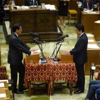 今国会初めてとなる党首討論。