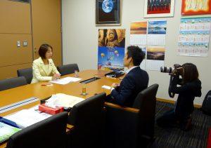 女性の視点で捉える日本の政治をテーマに、マスコミから取材を受けました。