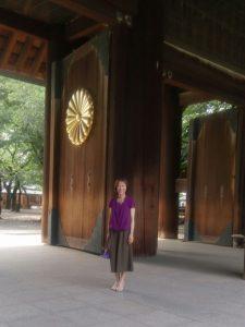友人と共に靖国神社を参拝しました。若い人や外国人も多く参拝しています。