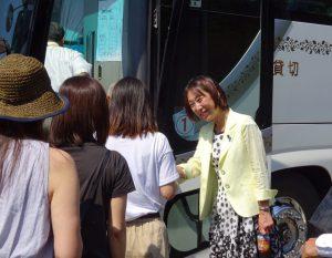 バスまで見送り。