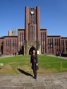 安田講堂の前で一枚。