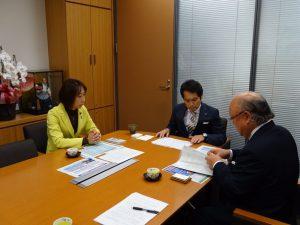 久住見附市長とともに大串政調会長へ法案説明。