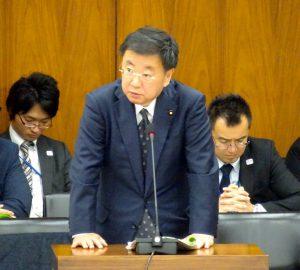 答弁する松野文部科学大臣。