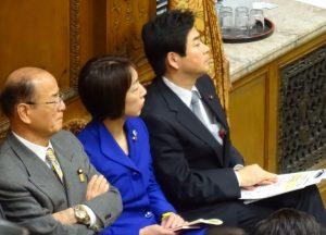 山井国対委員長とともに予算委員会を傍聴。