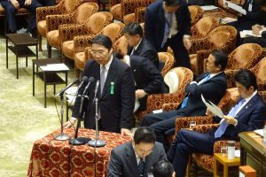 前川前文部科学事務次官も参考人として出席。