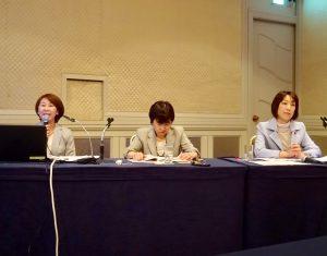 パネリスト。左から渡辺由美子NPO法人キッズドア理事長、花井圭子労福協事務局長。