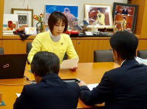 5/12(金)文科省より副大臣の海外出張について説明を受ける。