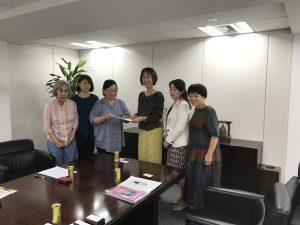 男女共同参画推進本部長として、女性団体より要望をお伺いしました。